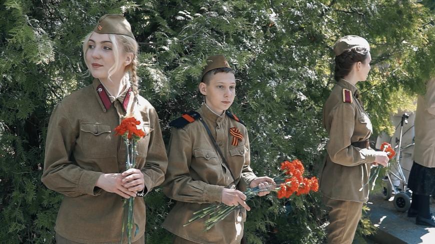 Punasõdurid marssisid Pronkssõduri ees